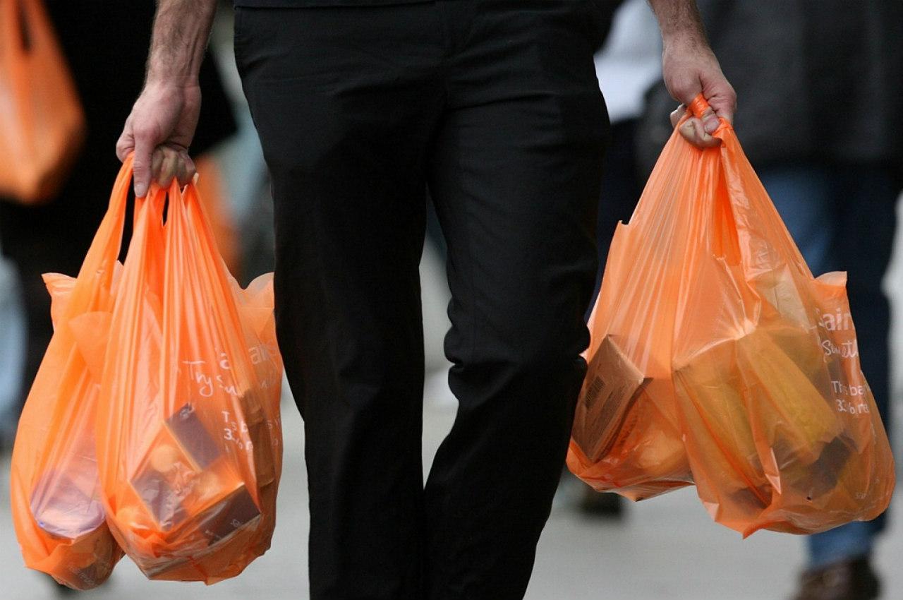 8b7d4a7b0b Αποχαιρετήστε τις πλαστικές σακούλες! Ξεκινούν να τις χρεώνουν από την  Κυριακή και στην Κύπρο